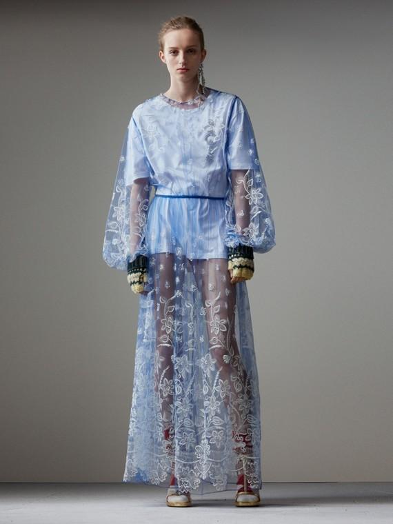 Vestido de tule bordado com mangas bufantes (Azul Hortênsia/branco)