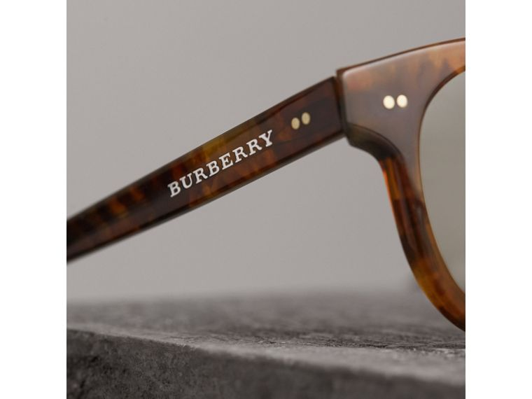 The Keyhole Round Frame Sunglasses in Vintage Tortoiseshell/brown | Burberry United Kingdom - cell image 1