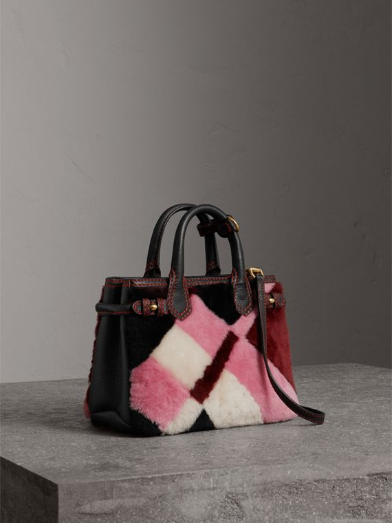 Borsa The Baby Banner in pelle con motivo tartan in patchwork di shearling (Rosa)