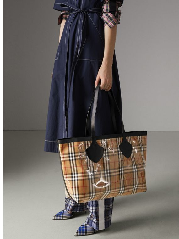 The Medium Giant Tote in Plastic and Vintage Check in Antique Yellow/black - Women | Burberry - cell image 3