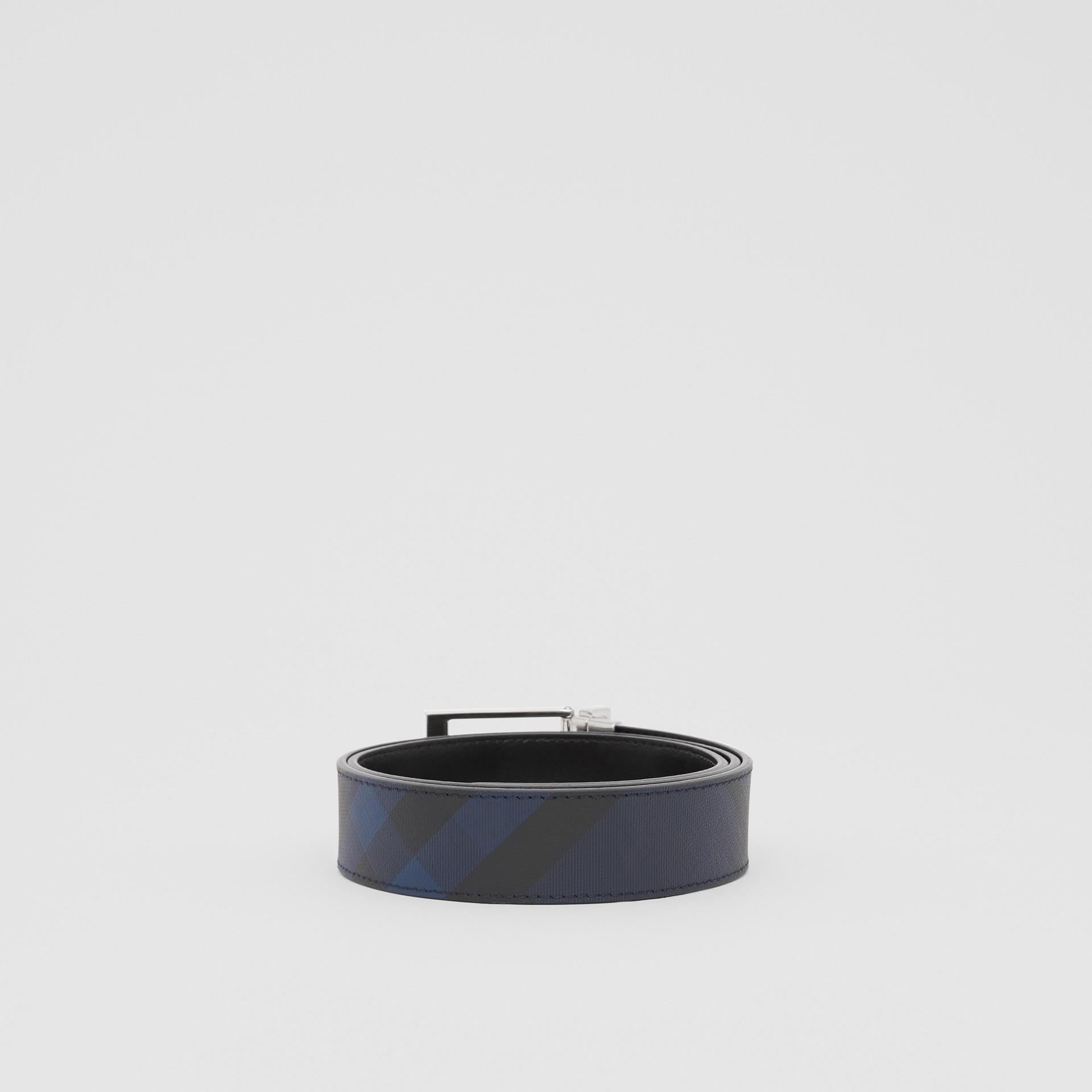 リバーシブル ロンドンチェック&レザー ベルト (ネイビー/ブラック) - メンズ | バーバリー - ギャラリーイメージ 4