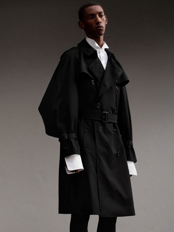 Trench coat scultoreo in gabardine di cotone