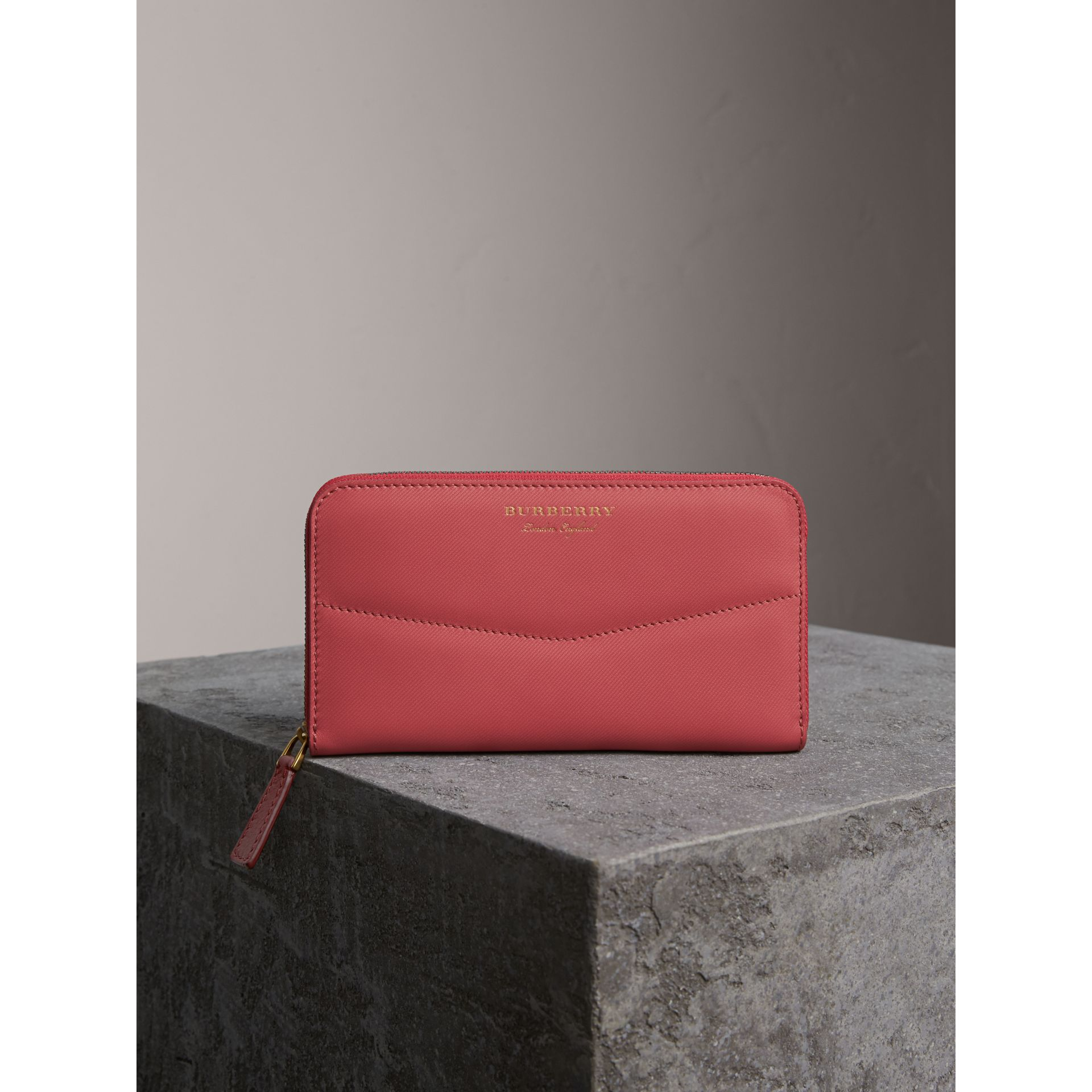 Two-tone Trench Leather Ziparound Wallet in Blossom Pink - Women | Burberry - gallery image 6