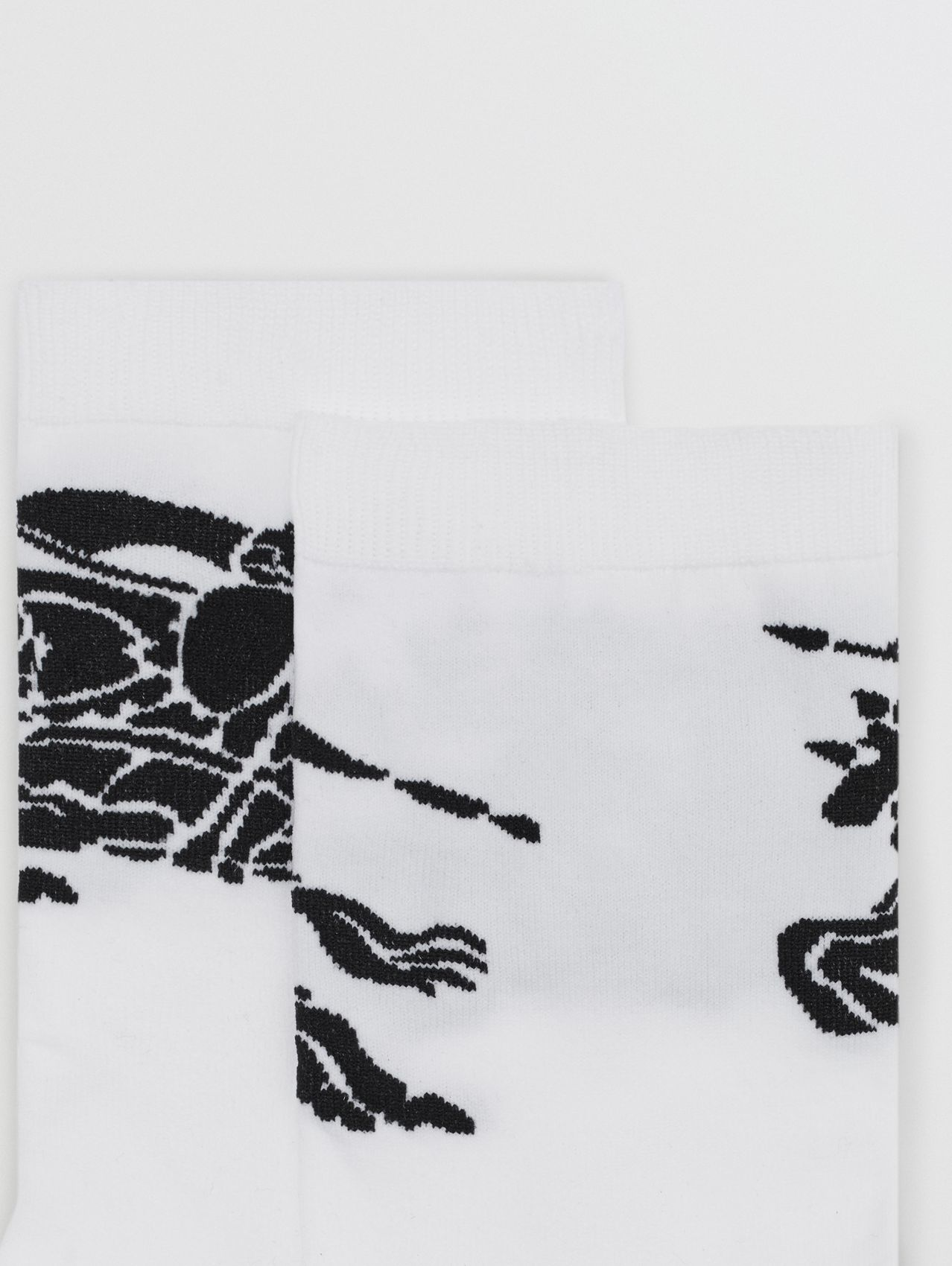 EKD Intarsia Ankle Socks in White/black