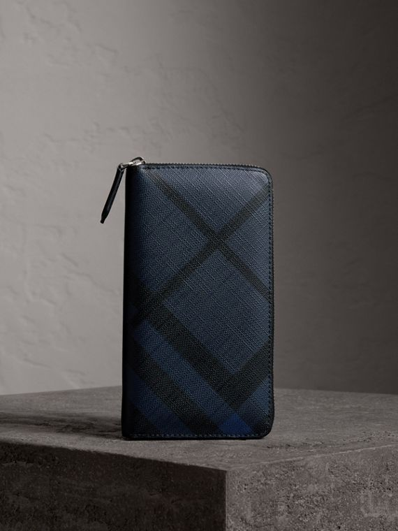 Cartera en London Checks con cremallera perimetral (Azul Marino / Negro)