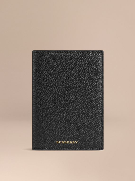 Grainy Leather Passport Cover in Black