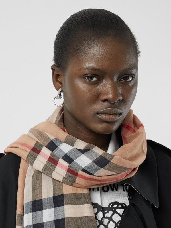 Легкий шарф в клетку (Песок) - Для женщин   Burberry - cell image 2