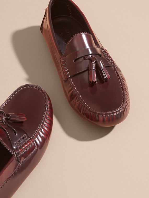 Mocassini in pelle lucida con nappe (Bordeaux) - Uomo | Burberry - cell image 2