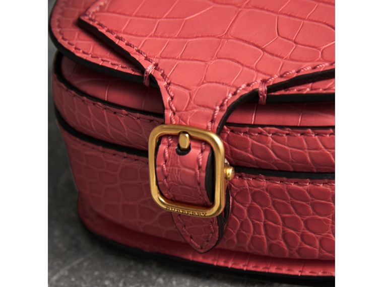 The Satchel con tasca in pelle di alligatore (Rosa Azalea) | Burberry - cell image 1