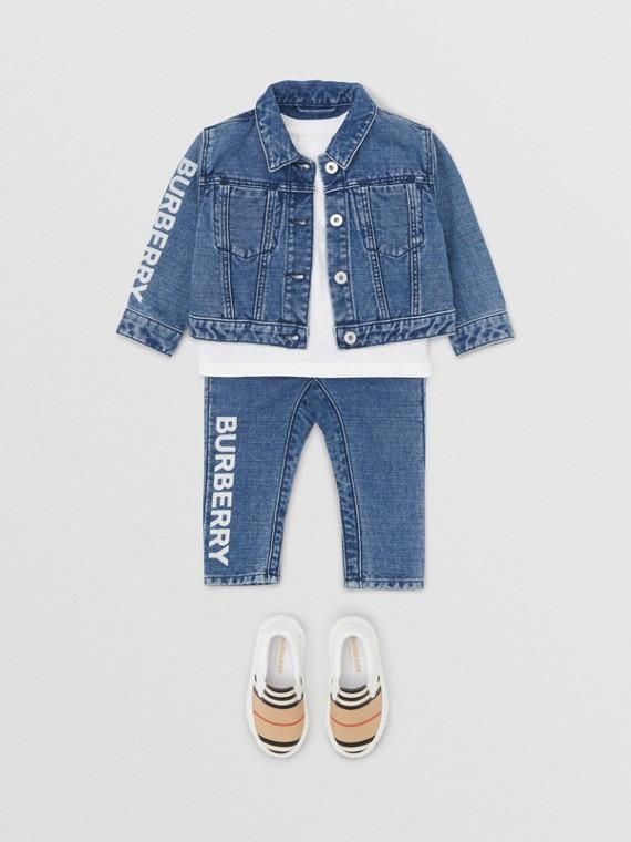 Jeans aus japanischem Denim mit Logodetail (Indigo)