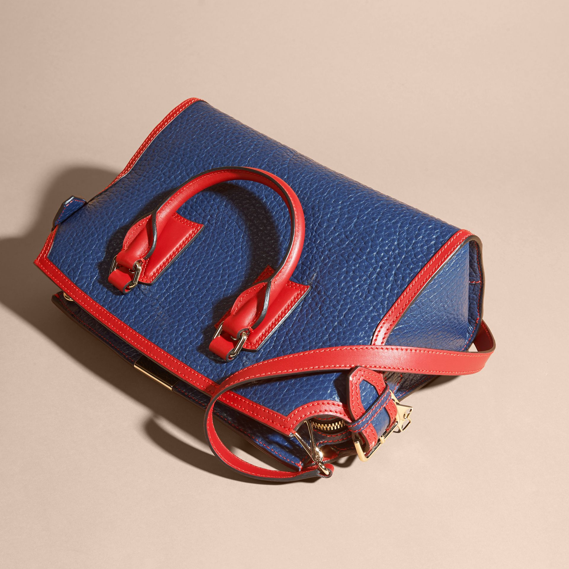 Blue carbon/parade red The Medium Clifton in Signature Grain Leather with Border Detail - gallery image 5