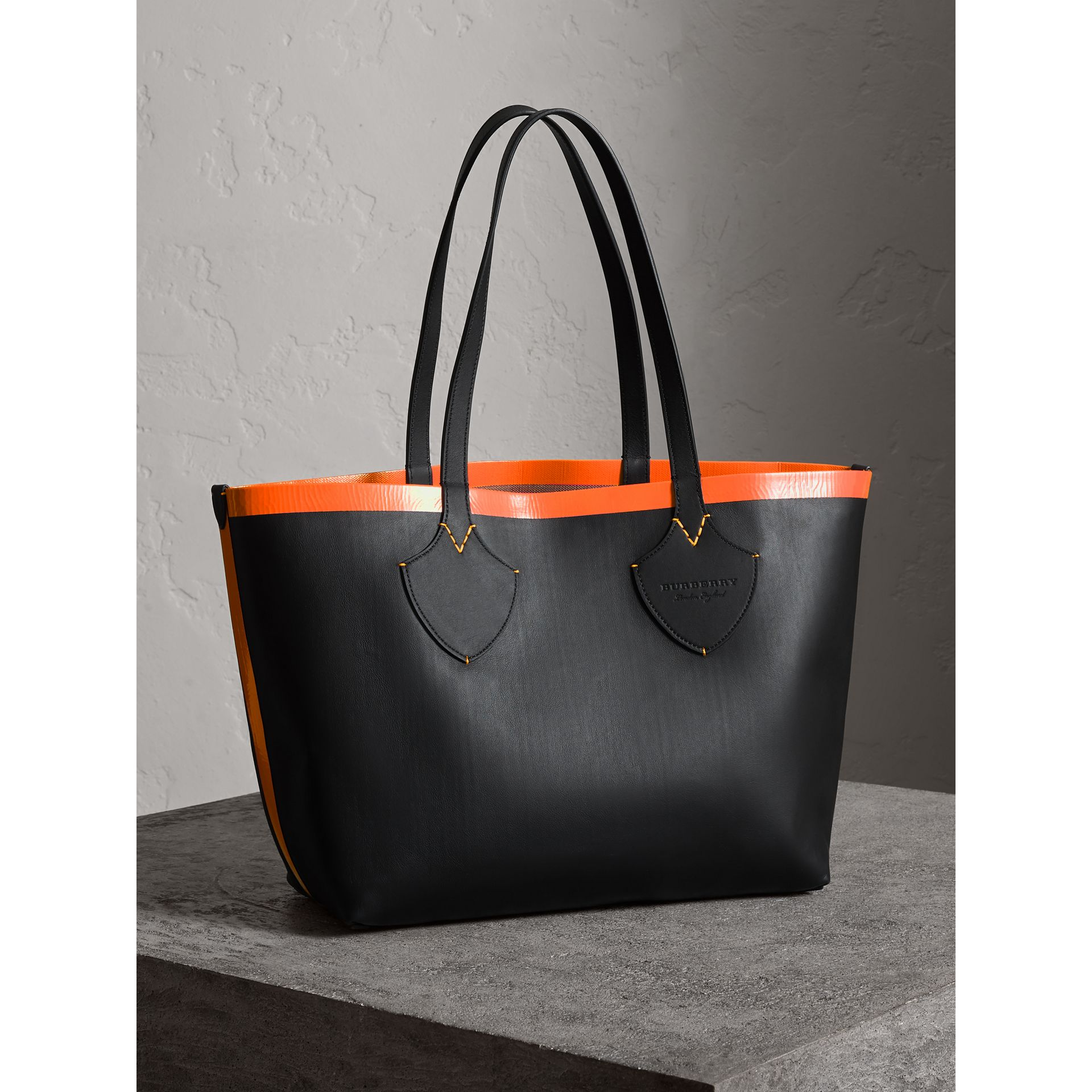 The Medium Giant Reversible Tote in Canvas and Leather in Black/neon Orange   Burberry - gallery image 6
