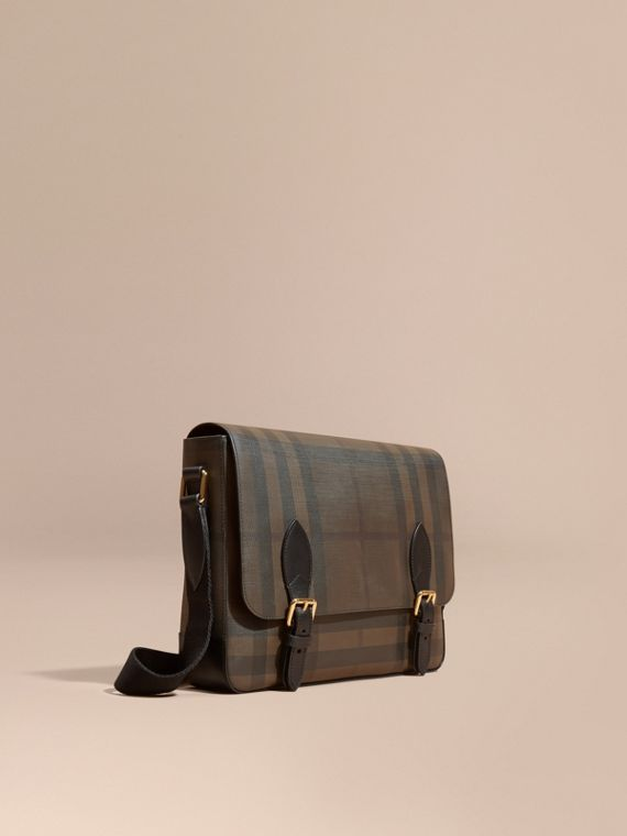 Bolso messenger en London Checks con detalles en piel Chocolate/negro