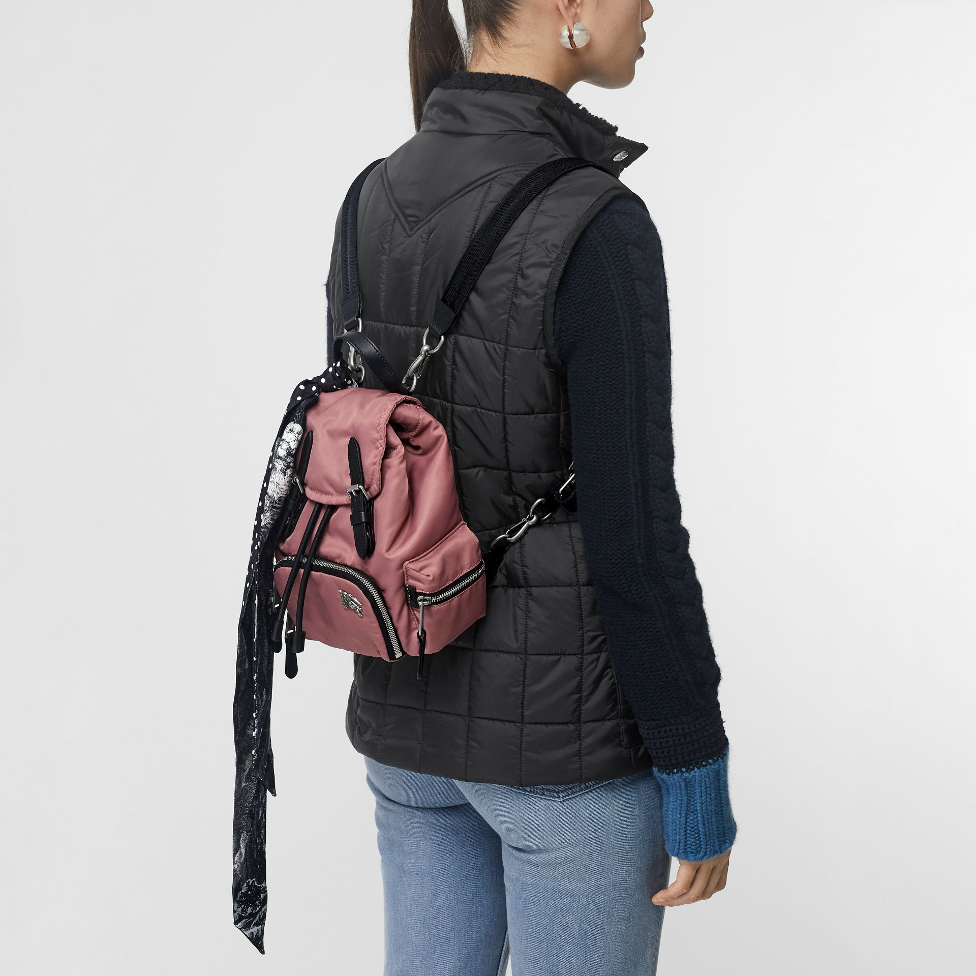 The Small Crossbody Rucksack aus wattiertem Nylon (Malvenfarben-rosa) - Damen | Burberry - Galerie-Bild 6