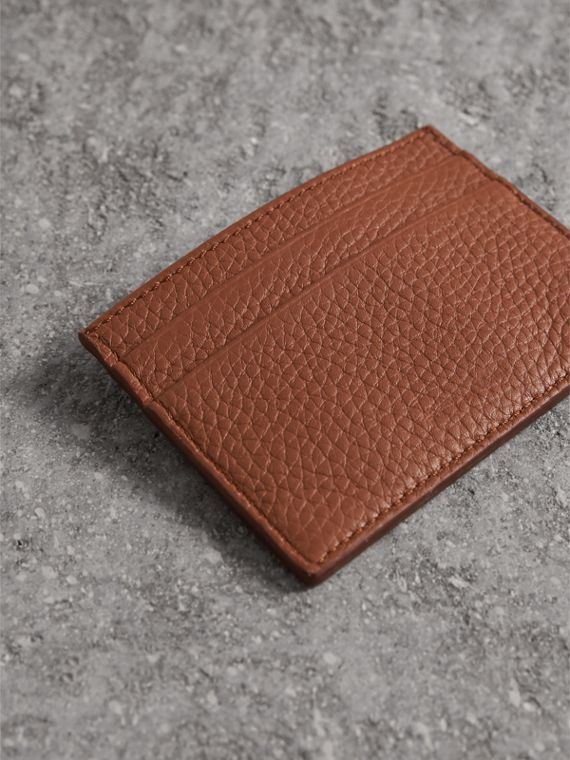 Porta carte di credito in pelle effetto texture (Chestnut Brown) | Burberry - cell image 2