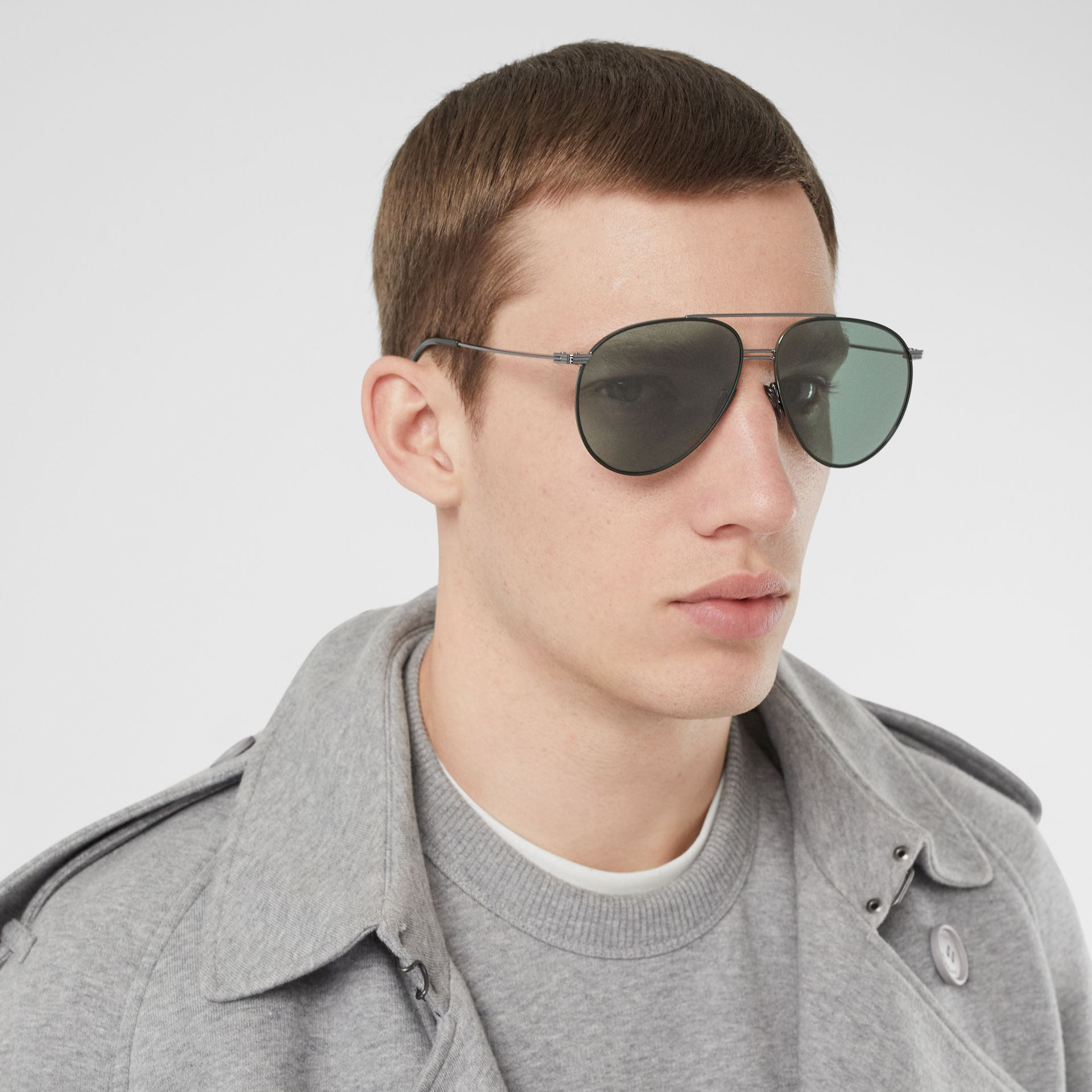 Top Bar Detail Pilot Sunglasses in Gunmetal/dark Green - Men | Burberry United States - gallery image 2