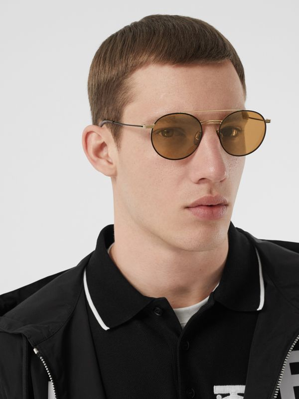 Top Bar Detail Round Frame Sunglasses in Tortoiseshell - Men | Burberry Hong Kong - cell image 2