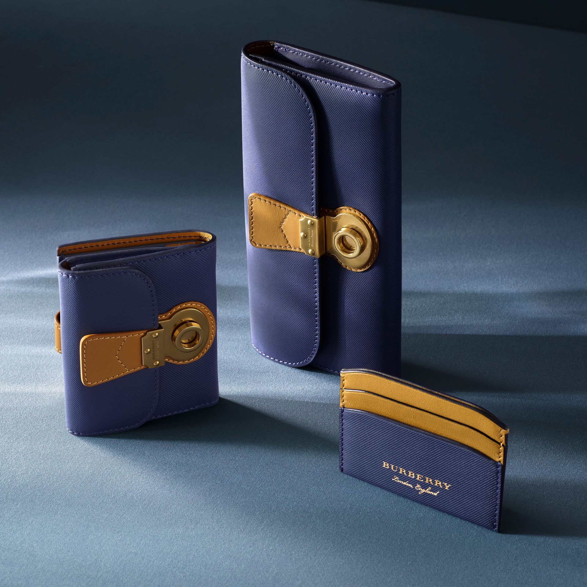 Two-tone Trench Leather Card Case in Ink Blue/ochre Yellow - Women | Burberry United States - gallery image 3