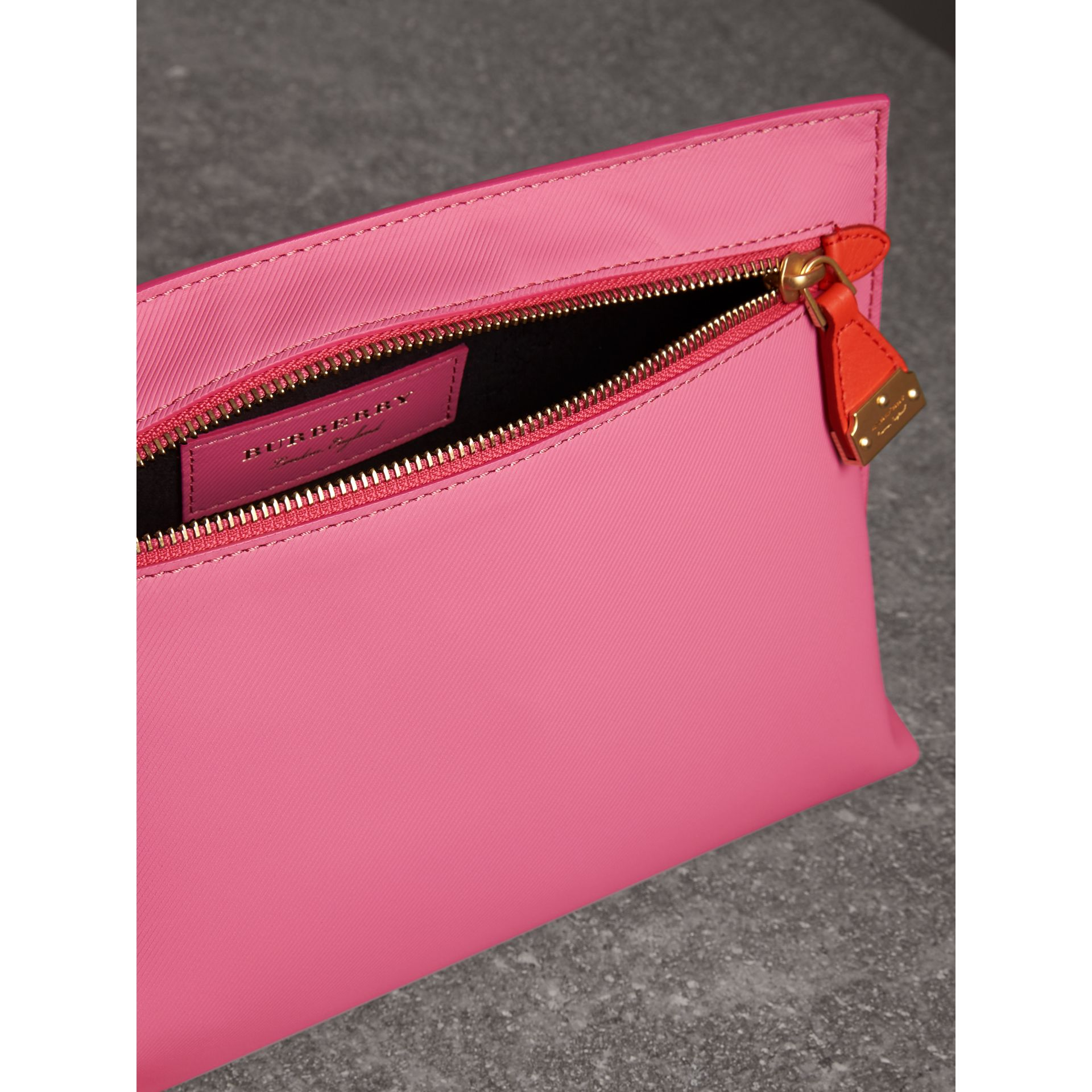 Two-tone Trench Leather Wristlet Pouch in Rose Pink - Women | Burberry - gallery image 3
