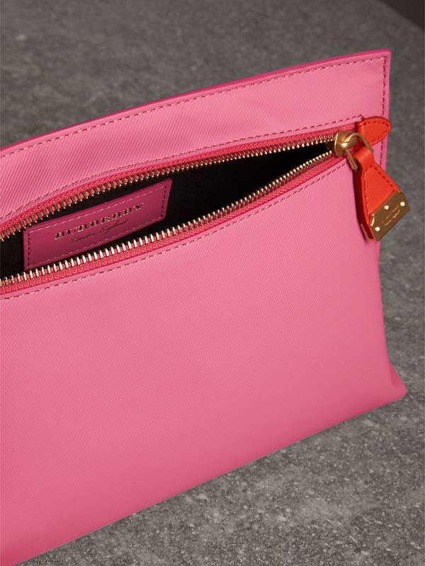 Two-tone Trench Leather Wristlet Pouch in Rose Pink - Women | Burberry - cell image 3