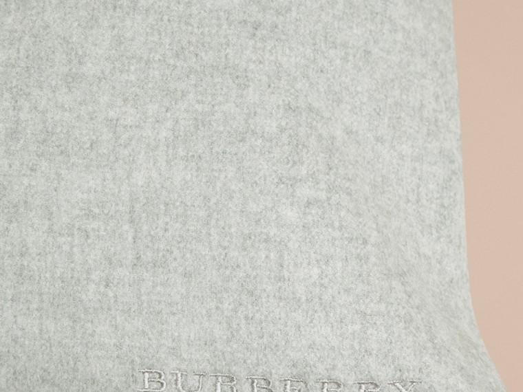 Gris pâle Housse de coussin en cachemire - cell image 1