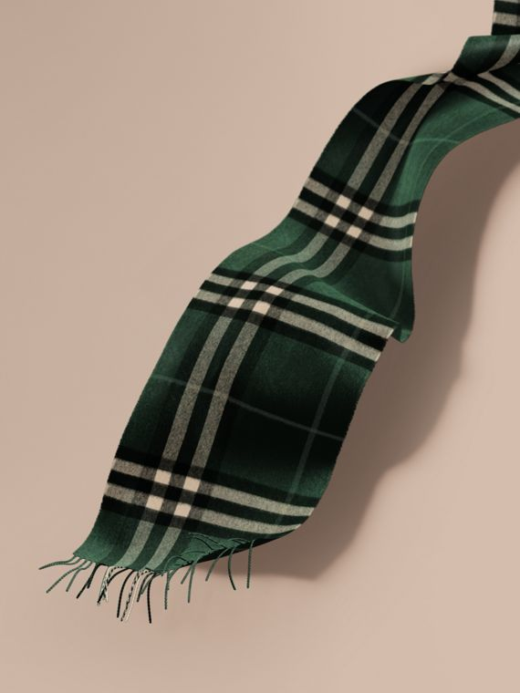 The Classic Cashmere Scarf in Check in Dark Forest Green
