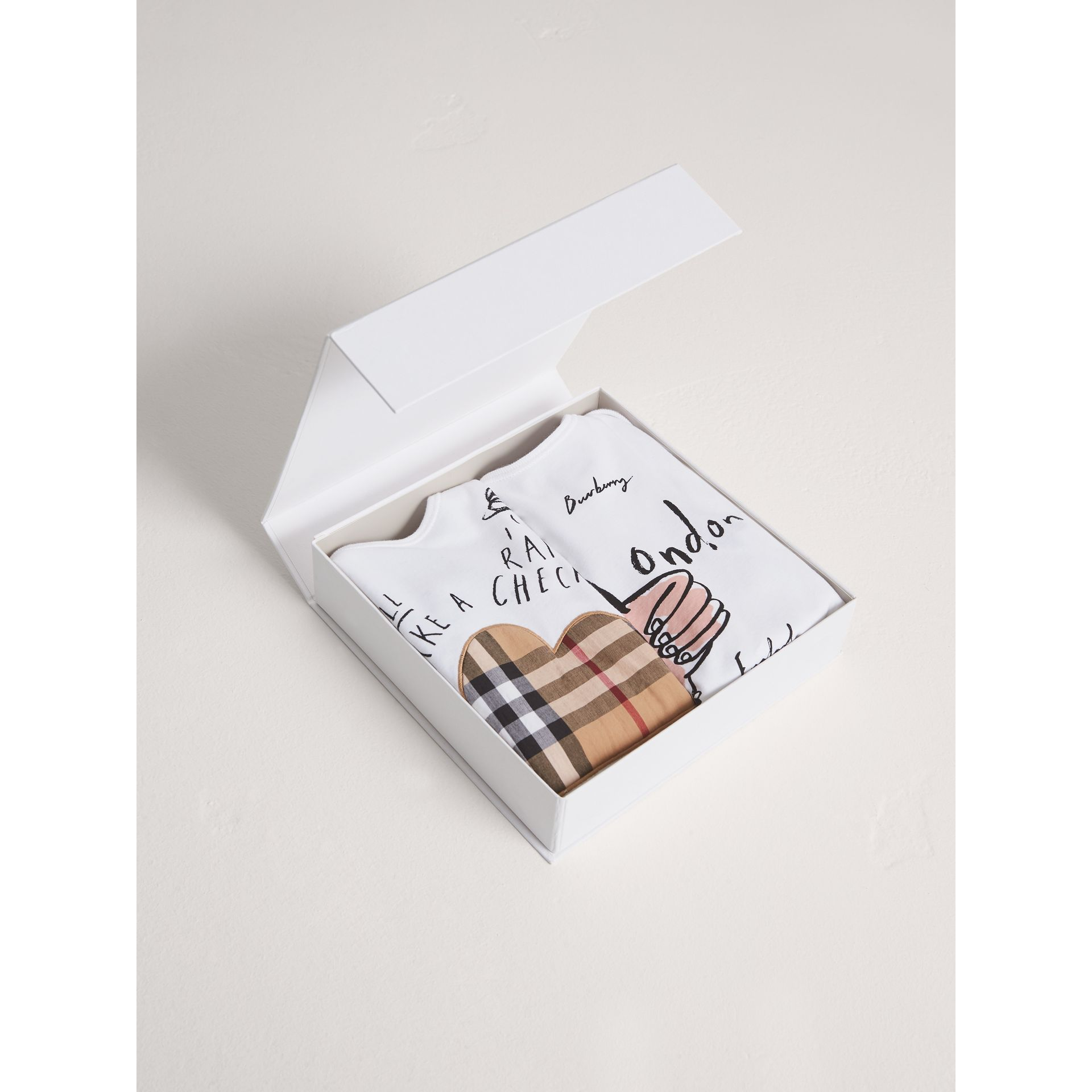 London Icons and Weather Motif Cotton Two-piece Baby Gift Set in White | Burberry - gallery image 3