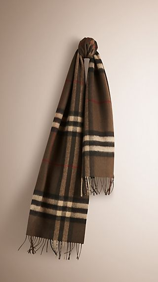 The Classic Cashmere Scarf in Check