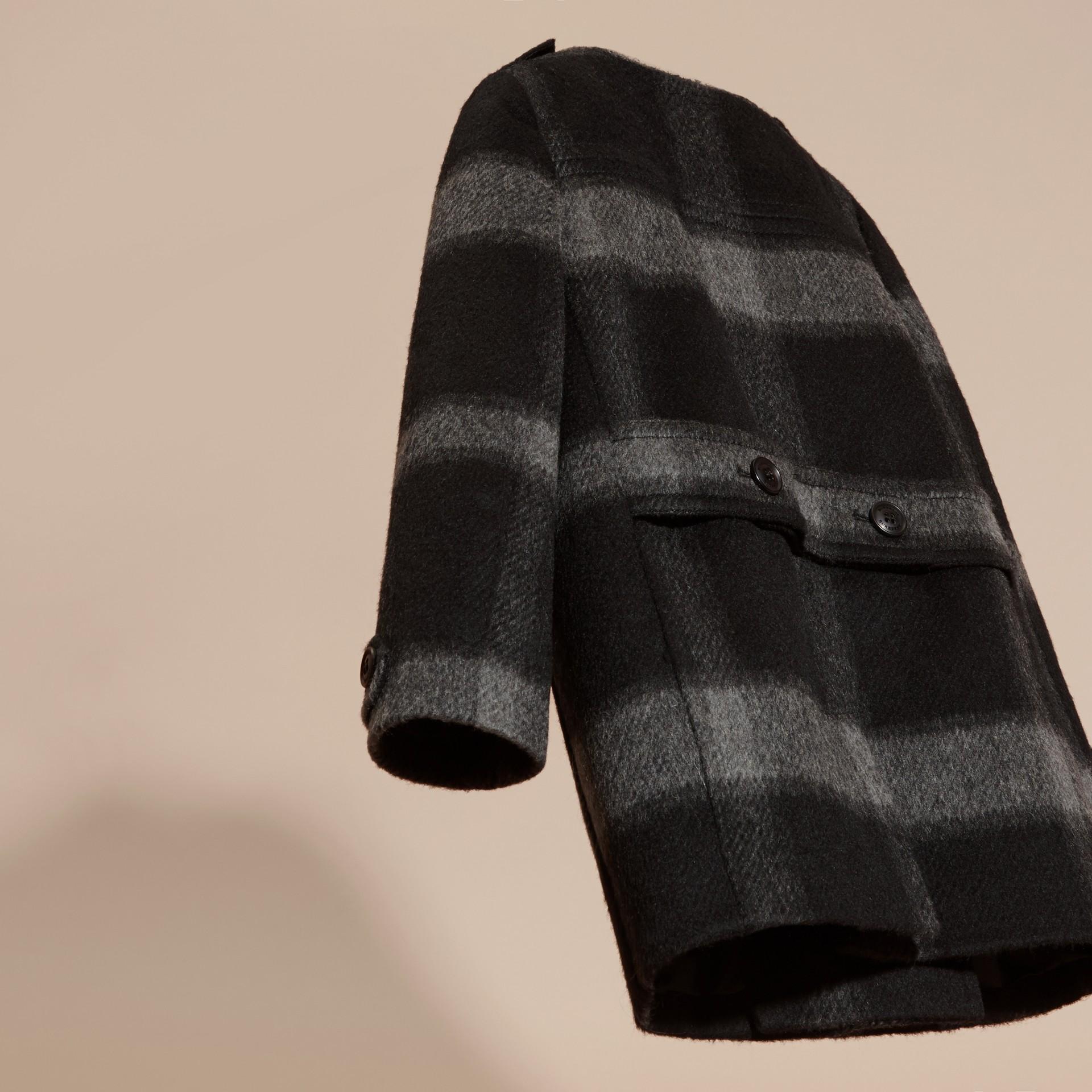 Nero fumo scuro Cappotto senza colletto in misto lana con motivo check - immagine della galleria 4