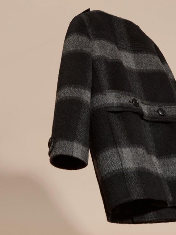 Nero fumo scuro Cappotto senza colletto in misto lana con motivo check - cell image 3