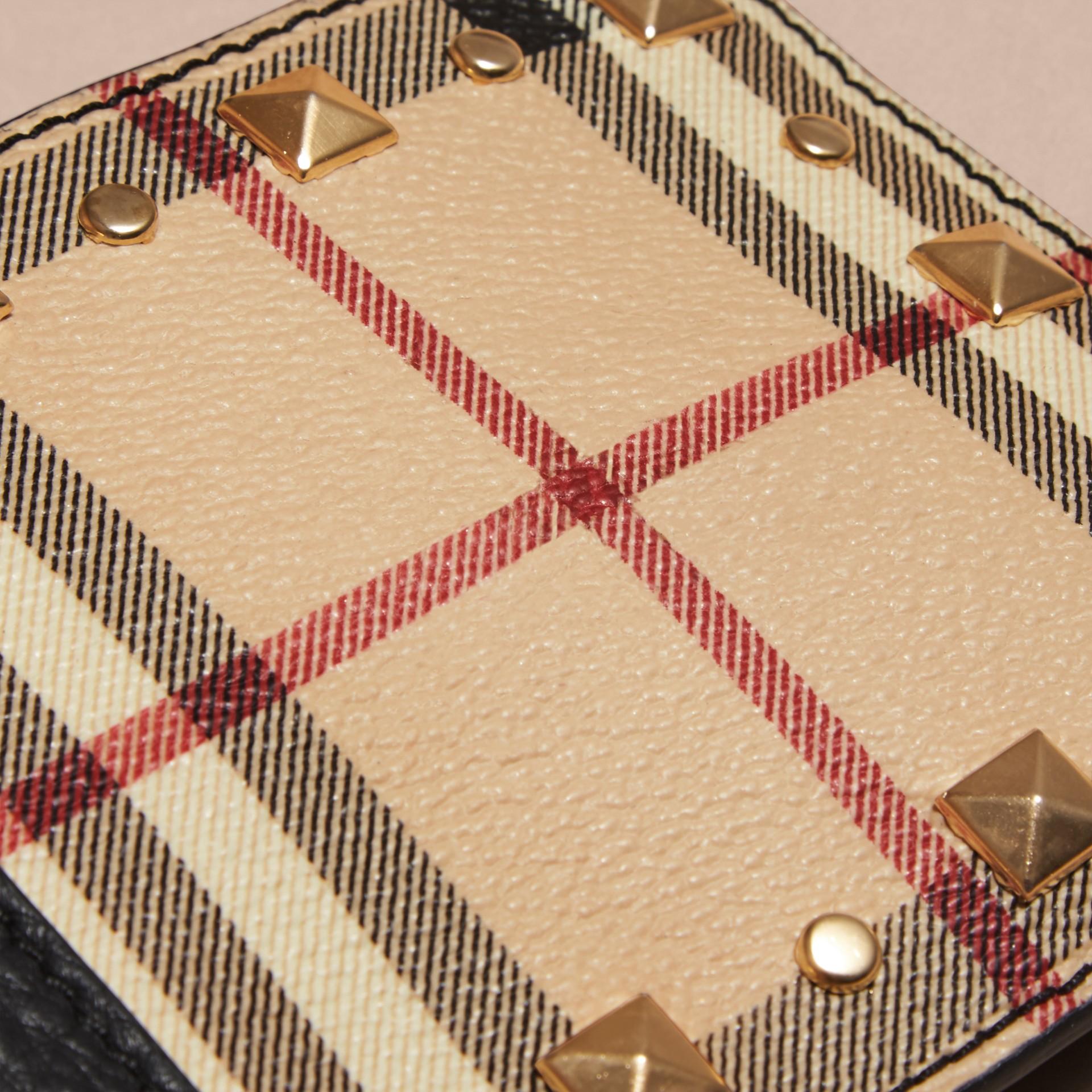 Preto Carteira dobrável de couro e estampa Haymarket Check com tachas - galeria de imagens 2