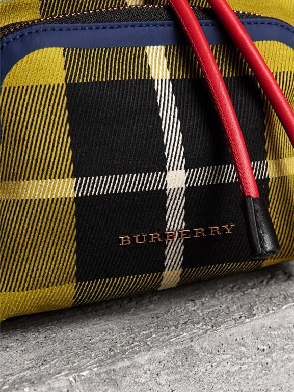Mochila Rucksack pequena de algodão xadrez e couro (Amarelo Linho) - Mulheres | Burberry - cell image 1
