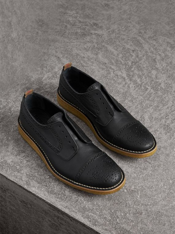 Raised Toe-cap Leather Brogues in Black