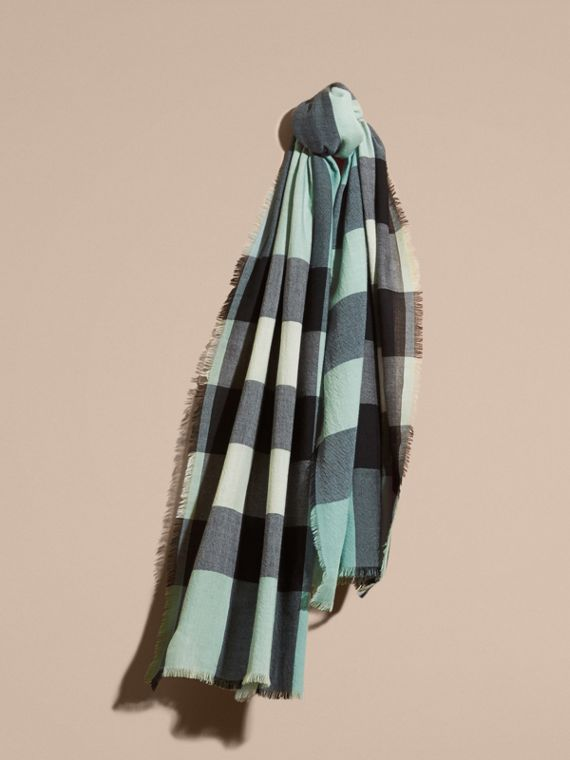 The Lightweight Cashmere Scarf in Check Dusty Mint