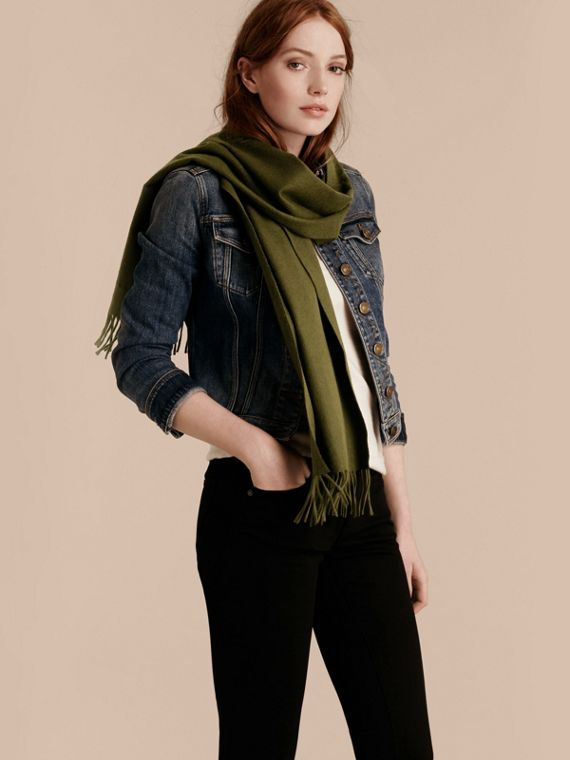 The Classic Cashmere Scarf in Olive Green - cell image 2