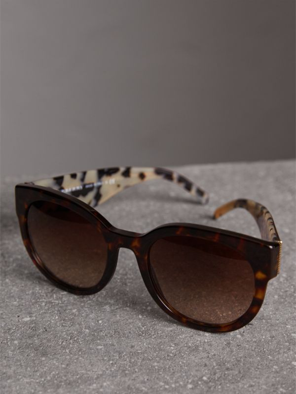 Round Frame Sunglasses in Tortoise Shell - Women | Burberry Hong Kong - cell image 2