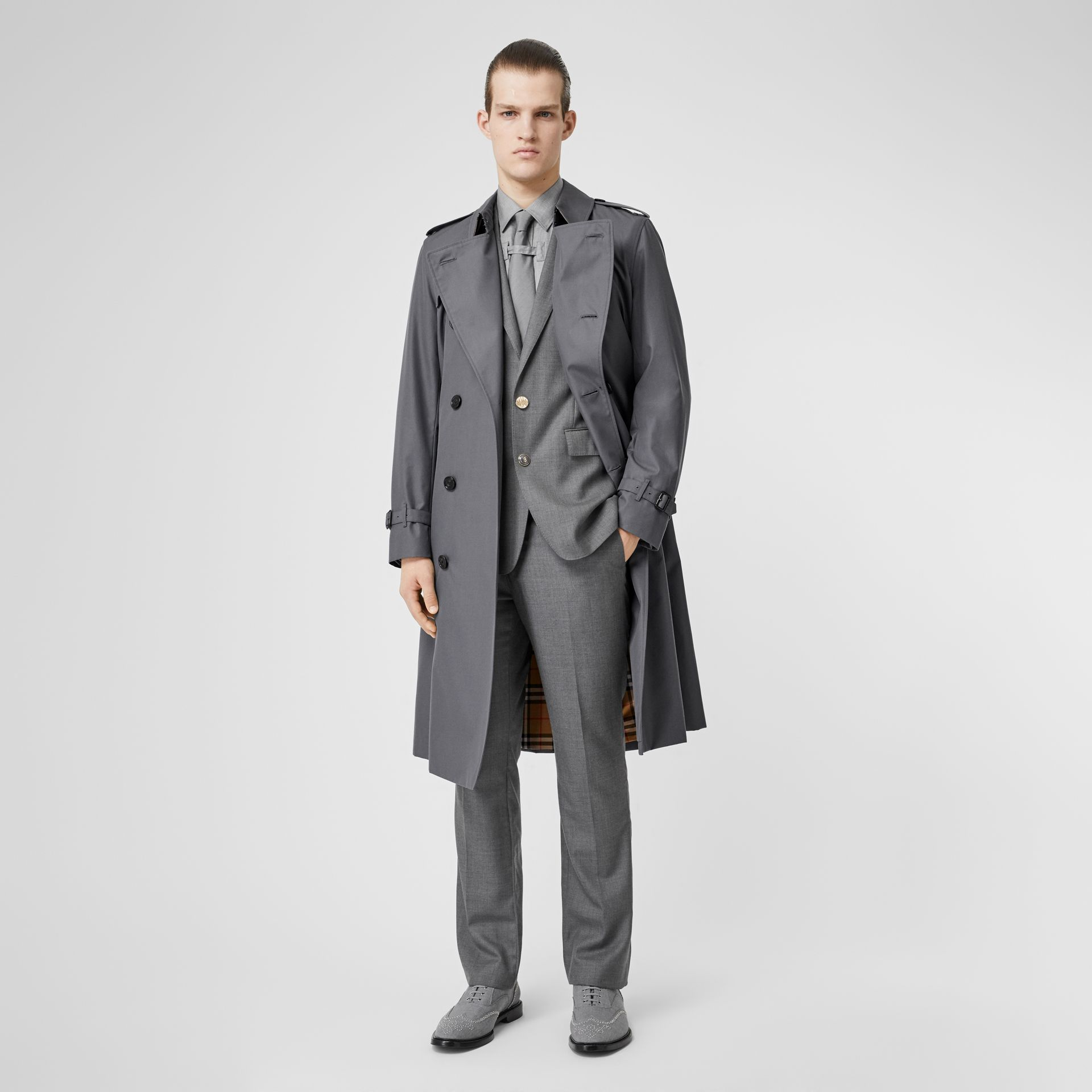 The Long Chelsea Heritage Trench Coat in Mid Grey - Men | Burberry Hong Kong - gallery image 0