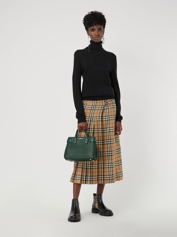 The Small Banner in Grainy Leather in Vintage Green - Women | Burberry - cell image 2
