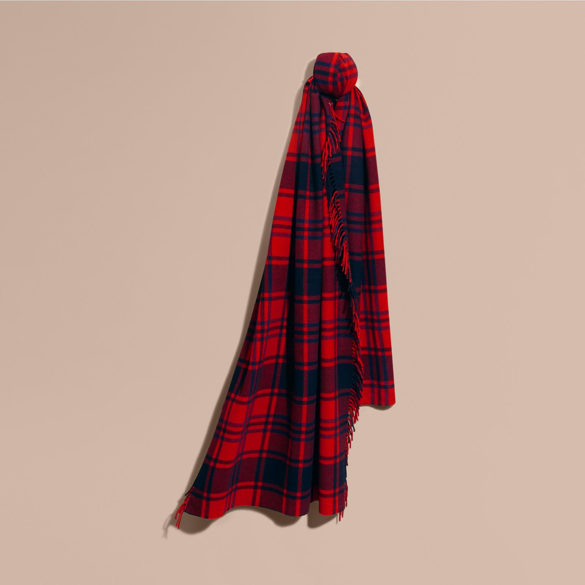 Rouge parade Écharpe oversize en cachemire et laine tartan à franges Rouge Parade - photo de la galerie 1