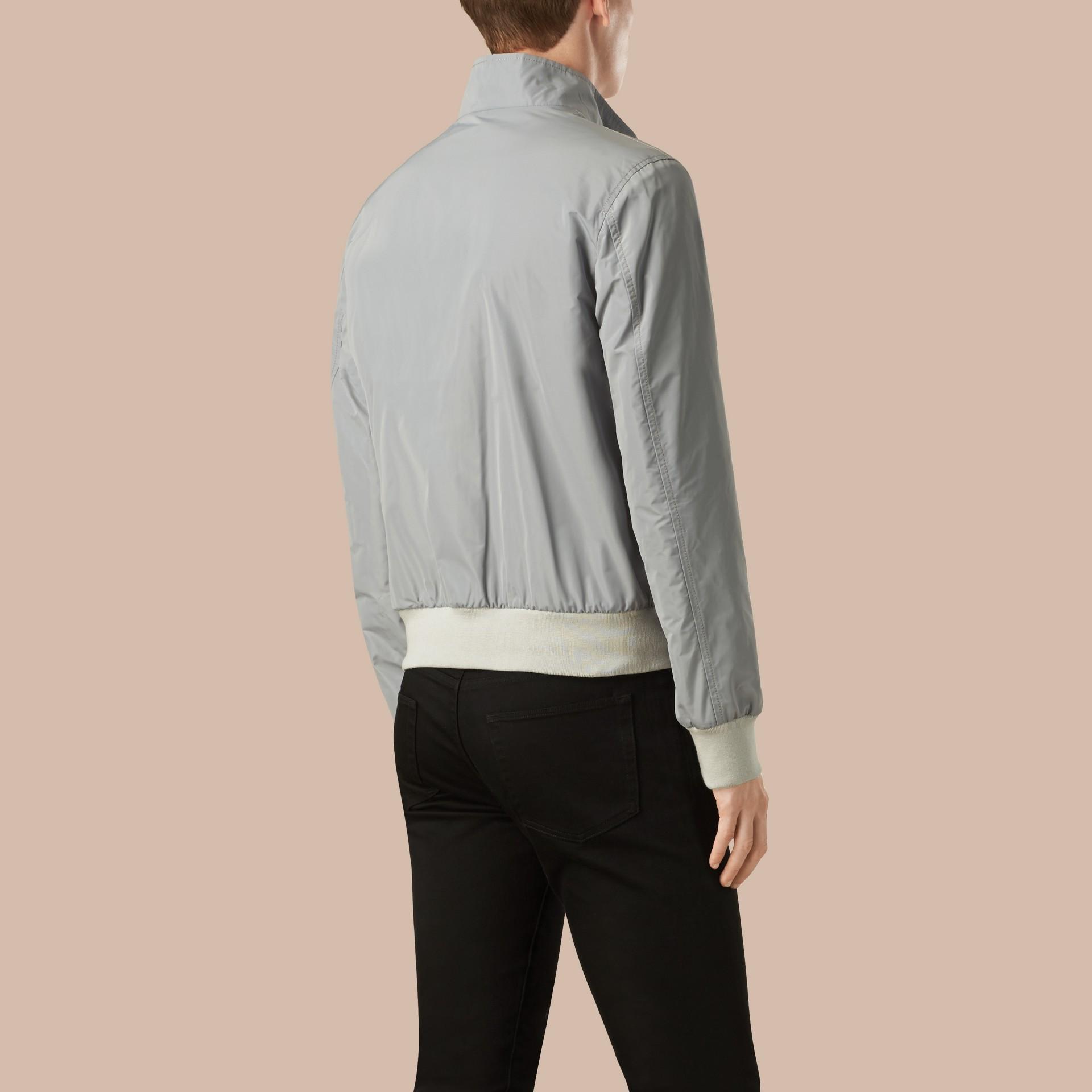 Hellgrau Packbare Jacke mit Frontreißverschluss - Galerie-Bild 2