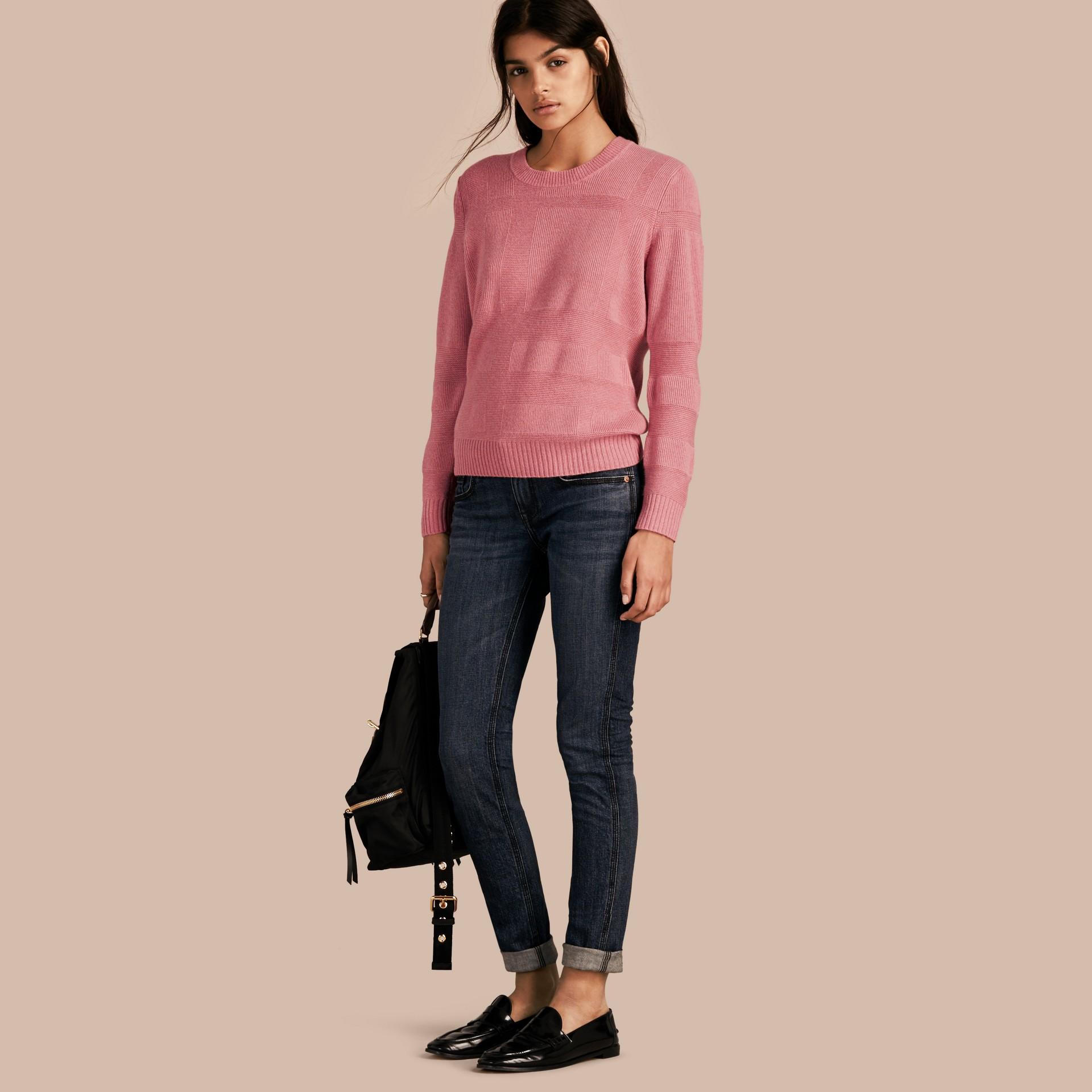 Mezcla de rosa hortensia Jersey en lana y cachemir con motivo a cuadros Mezcla De Rosa Hortensia - imagen de la galería 1