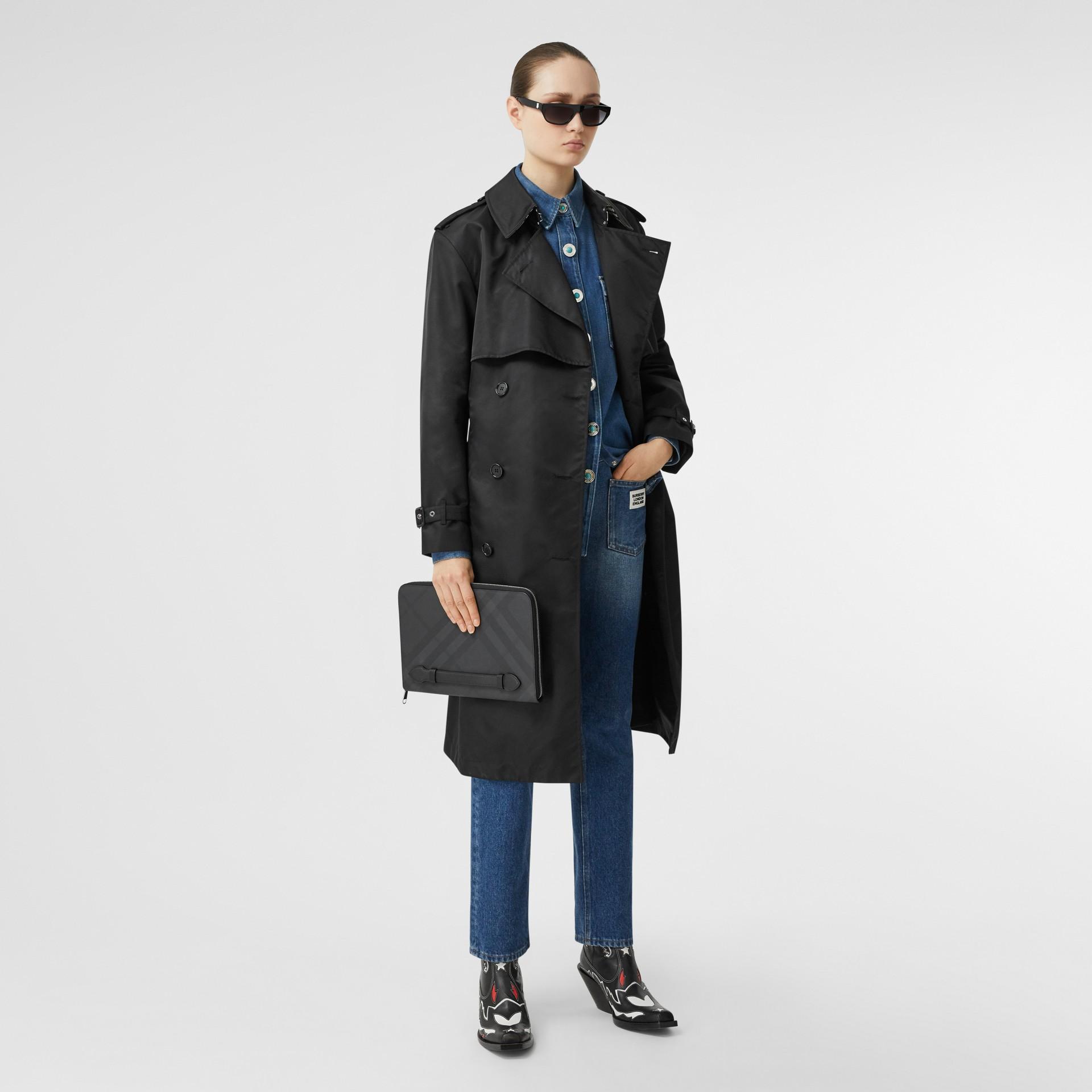 Pochette zippée en tissu London check et cuir (Anthracite Sombre) - Homme | Burberry - photo de la galerie 4