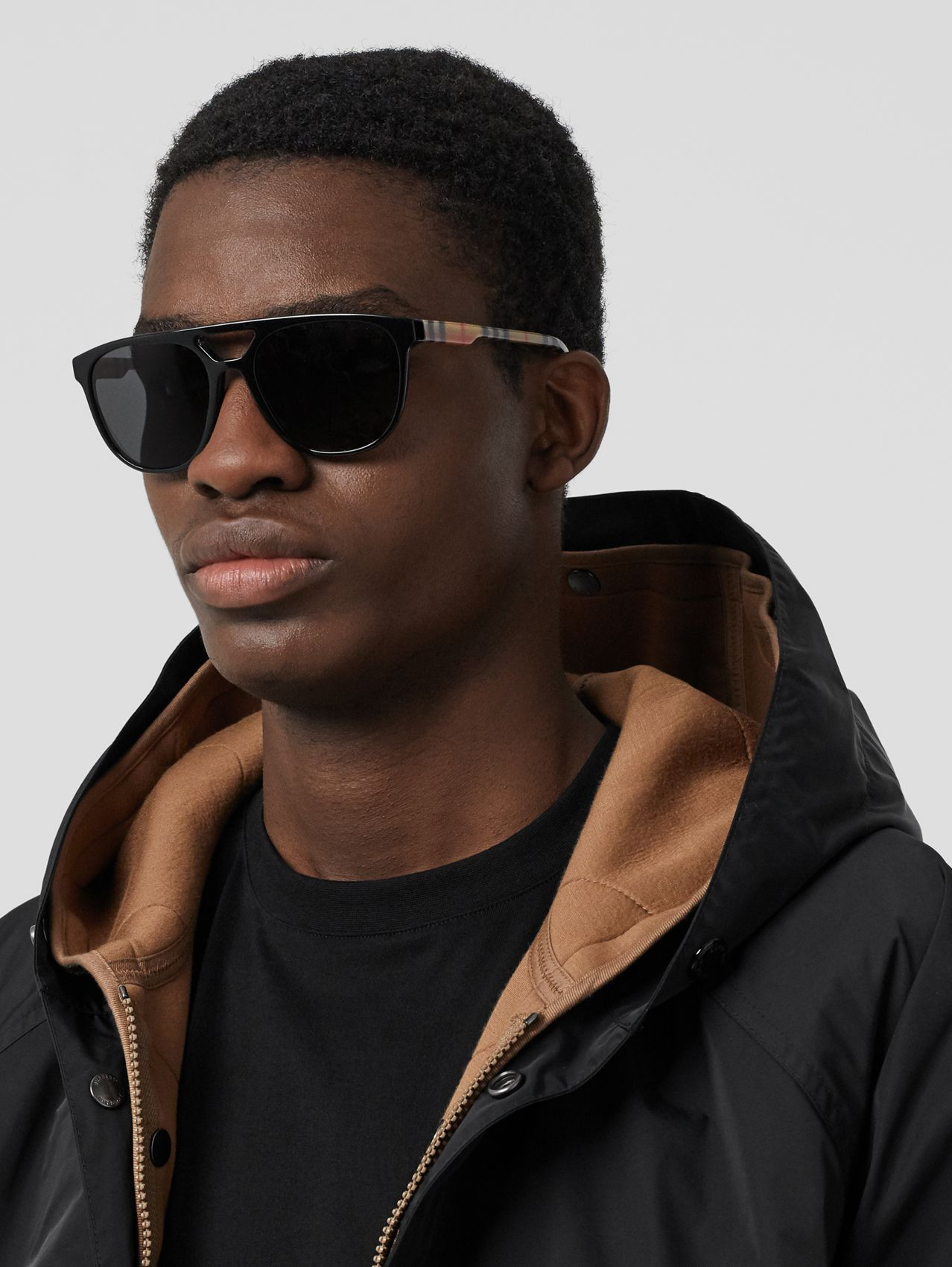 Navigator sunglasses in Black