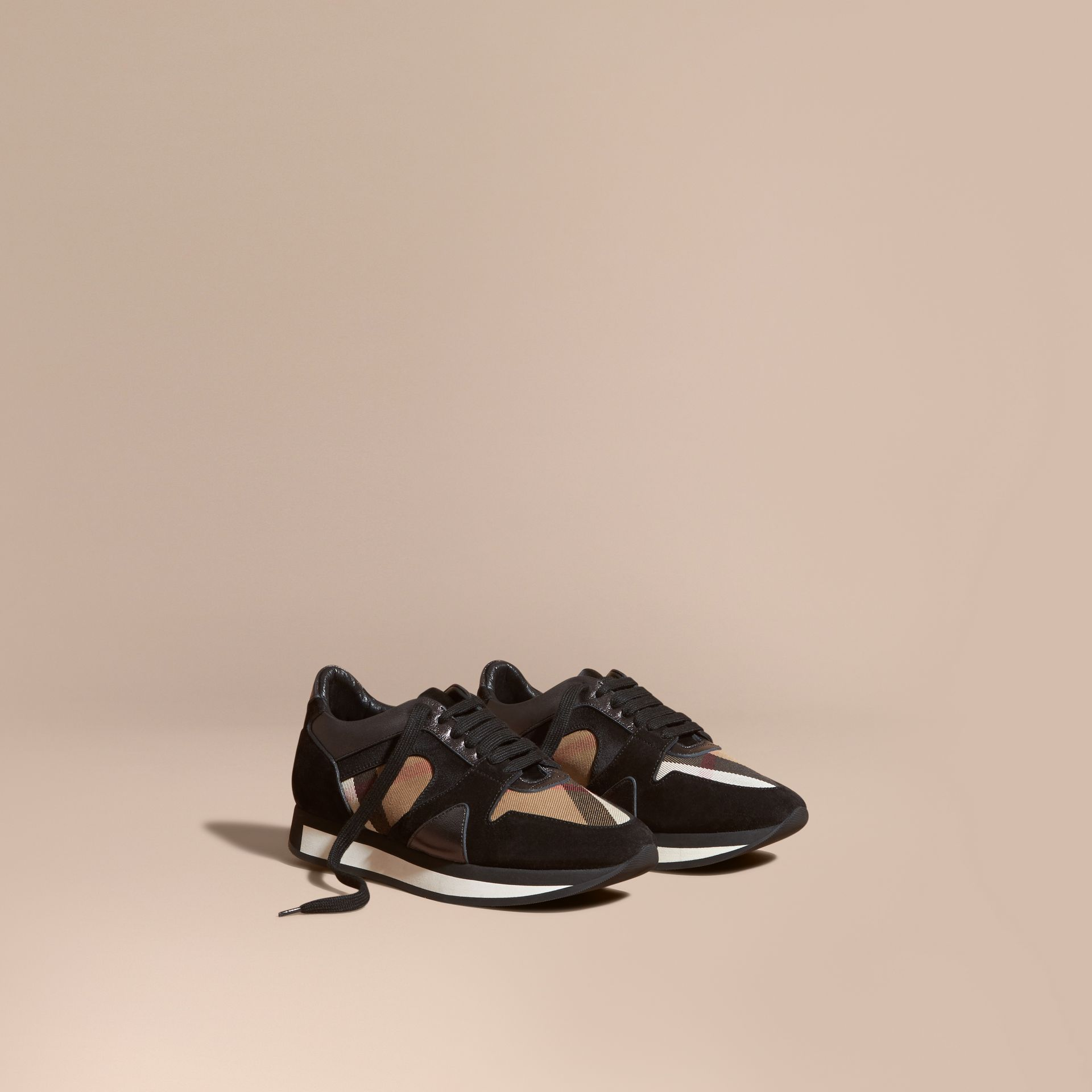 House check/smoke métallisé Field Sneakers en tissu à motif House check, cuir velours et cuir - photo de la galerie 1