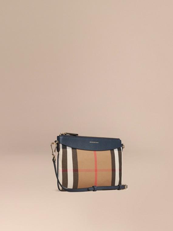 Clutch in House Check mit Lederbesatz (Tintenblau)