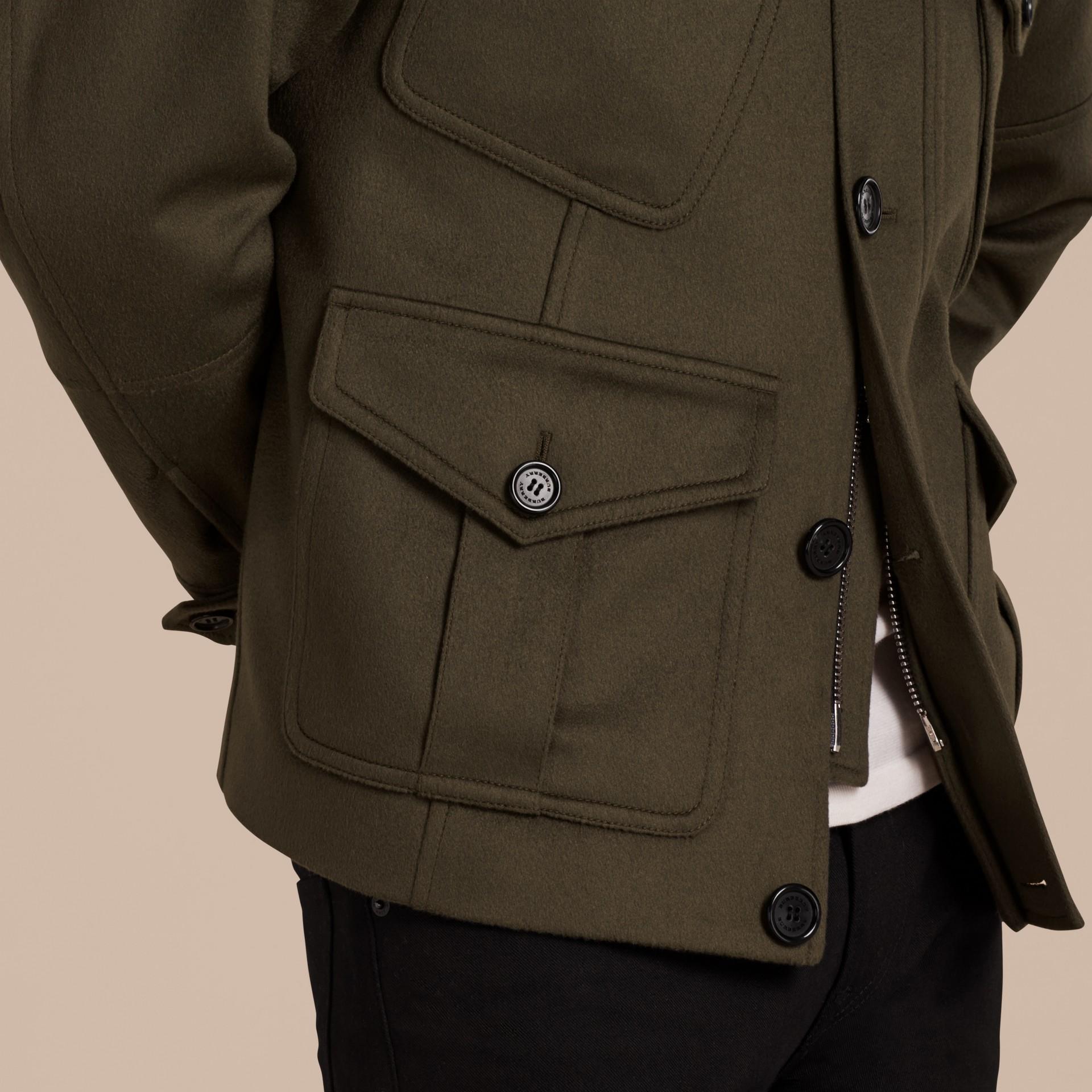 Vert sombre Veste utilitaire en cachemire avec surcol en shearling - photo de la galerie 6