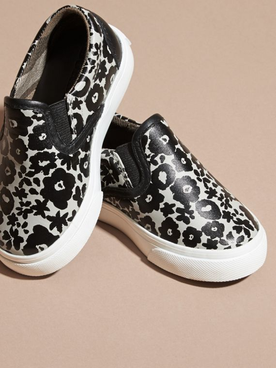Noir/blanc Sneakers sans lacets en cuir à imprimé floral - cell image 2