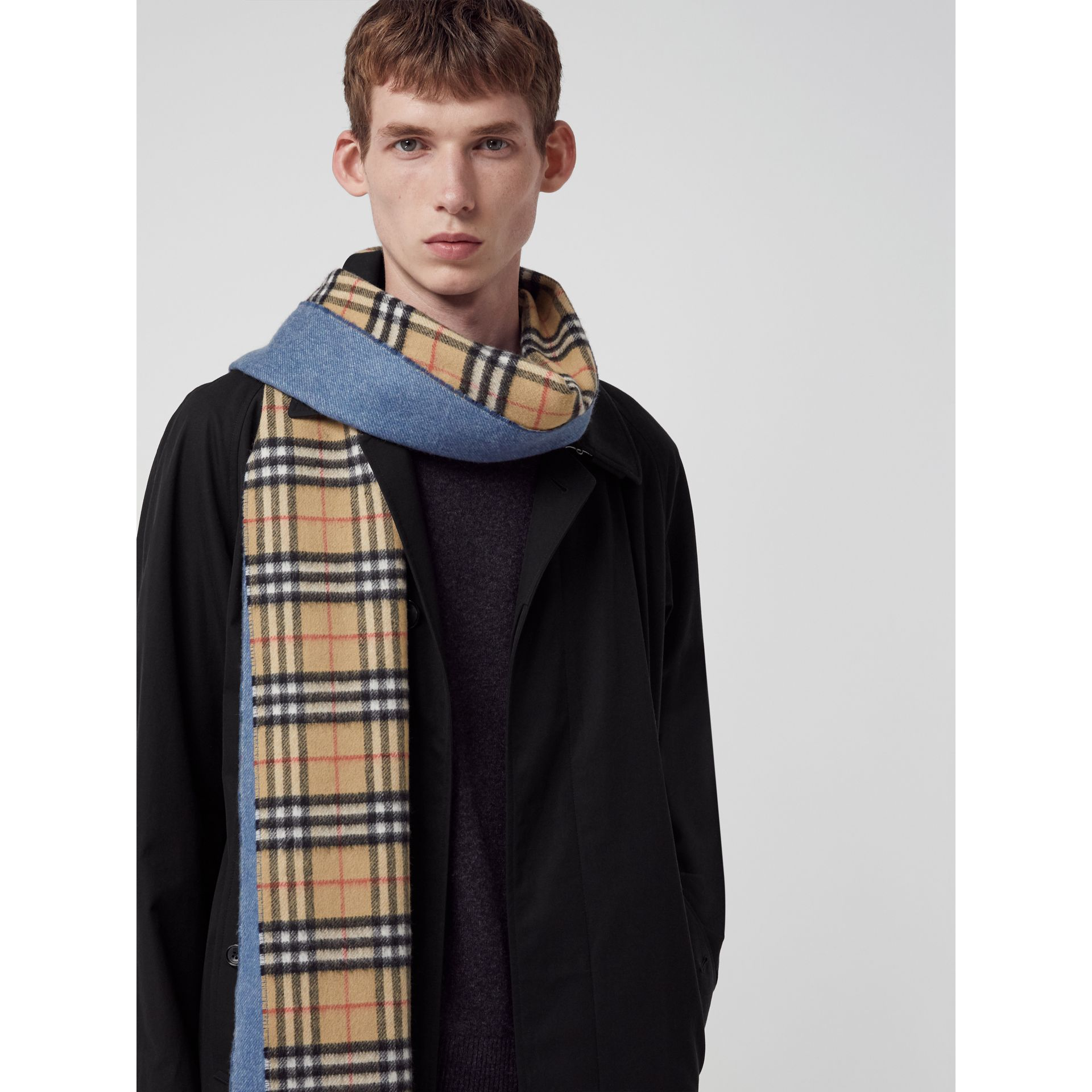 Long Reversible Vintage Check Double-faced Cashmere Scarf in Stone Blue | Burberry United Kingdom - gallery image 6