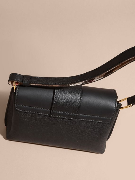 The Buckle Crossbody Bag in Leather Black - cell image 2