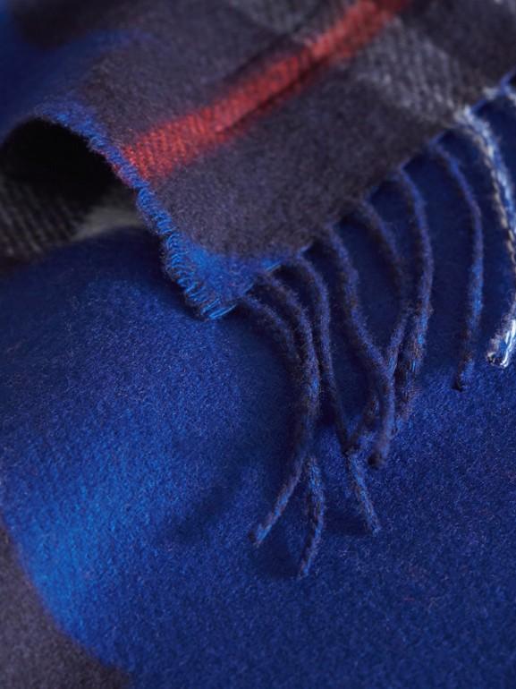 Sciarpa mini double face in cashmere con motivo tartan e fantasia con nuvole (Cobalto Intenso) | Burberry - cell image 1